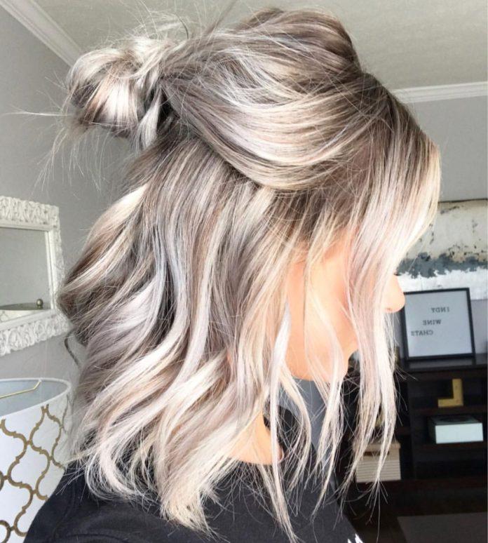 Short platium blonde wavy hairstyles balayage