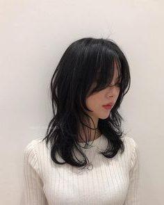 wolfcut hair female
