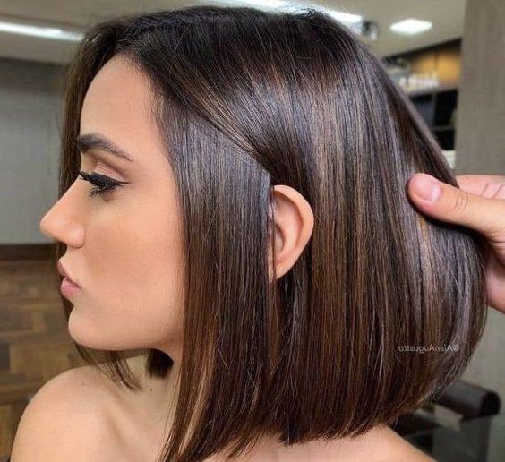 shoulder length short brown hair