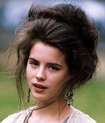 Messy gibson girl hair