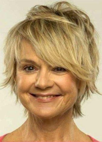 woman-shoulder-length-short-hair-styles